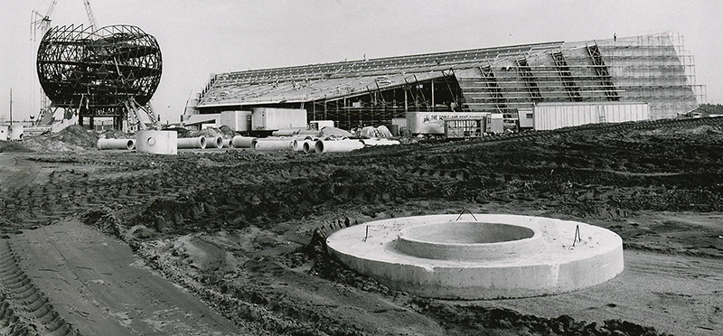 Disney_EPCOT-Center-Construction-2